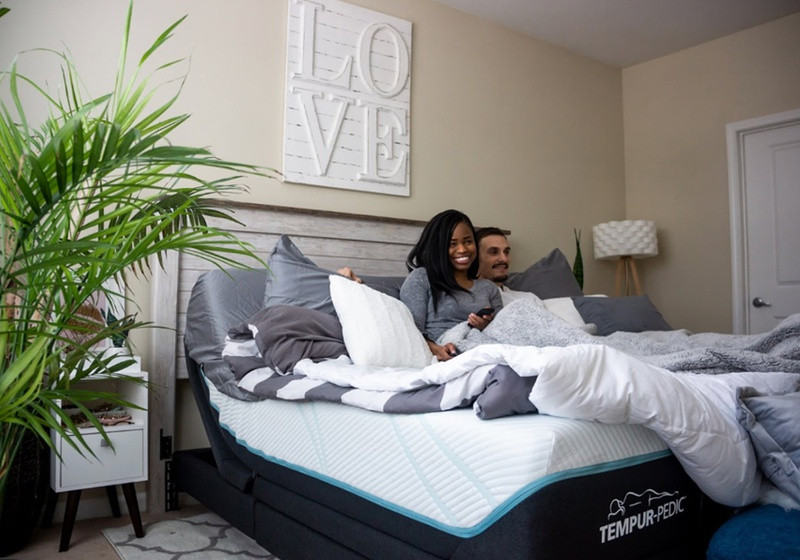 A happy couple on a Tempur-Pedic Mattress